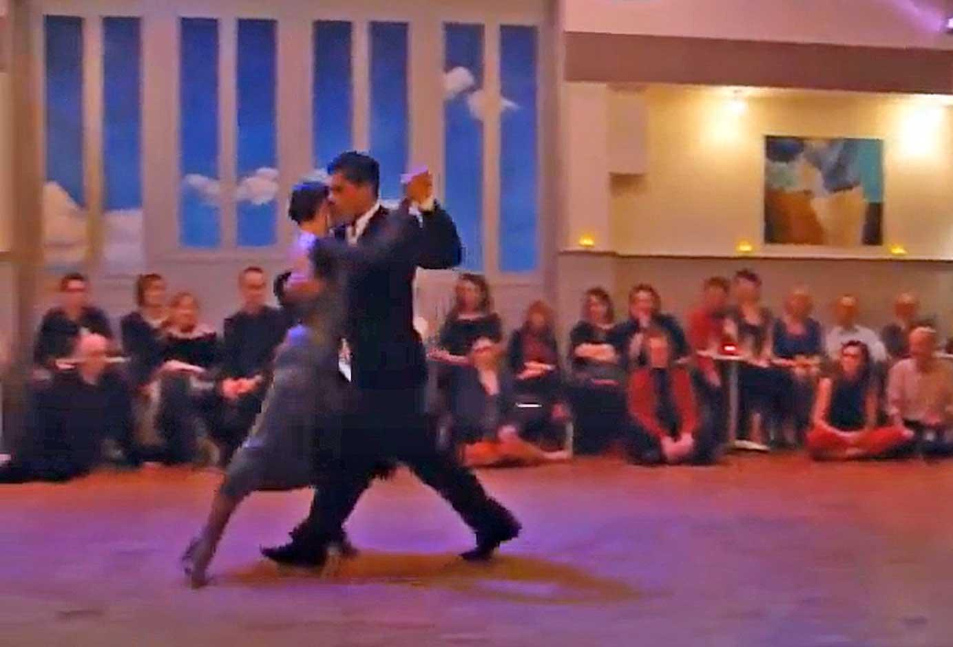 <br />ROMANCE DE BARRIO<br />tango waltz<br /><br />video Wouter vd Hoeven